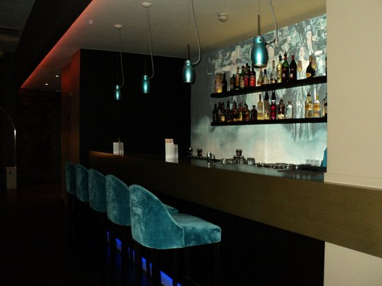 Motel One Berlin-Ku'damm : la barra del lobby