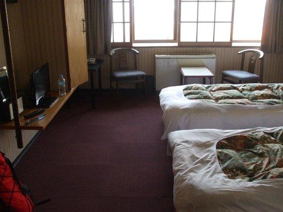 New Takenoya Ryokan: Western style bedroom.