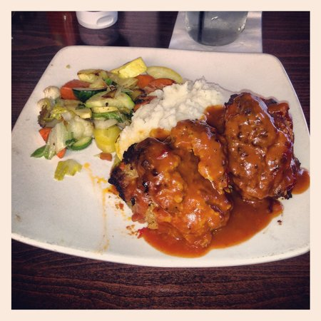 Eddie Papa's American Hangout: Meatloaf with Mashed Potatoes & Veggies
