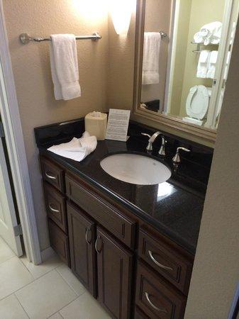 Staybridge Suites North Charleston: Vanity with Granite Countertop