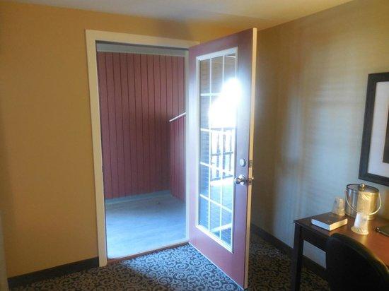 Best Western Plus Intercourse Village Inn & Suites: Door to Balcony
