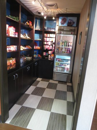 Hampton Inn Phoenix-Biltmore: if you get hungry, there is a snack shoppe near the front desk