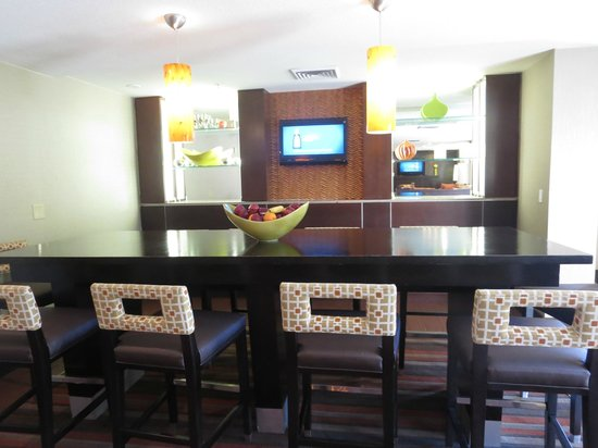 Hampton Inn Phoenix-Biltmore: breakfast area