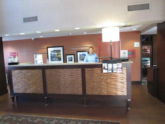 Hampton Inn Phoenix-Biltmore: front desk