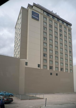 Novotel Christchurch Cathedral Square Hotel: Outside view