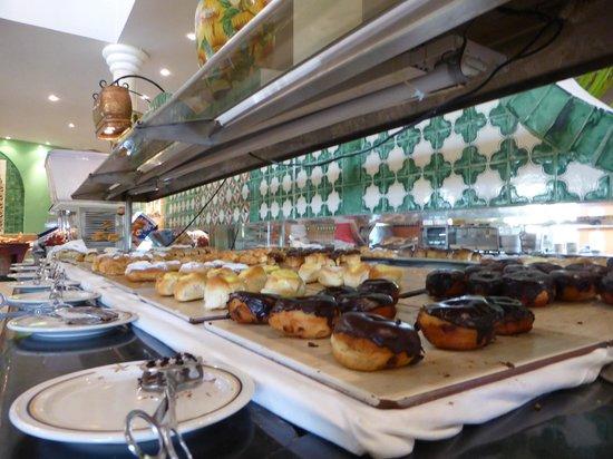 Iberostar Costa Dorada: Buffet cakes!
