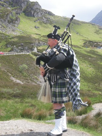 Glen Coe: Bagpipes in the Glen