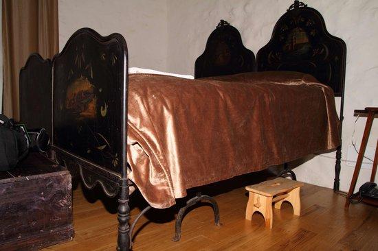 Dimora dei Frati: il letto antico