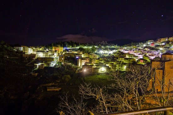 Dimora dei Frati: Gratteri on the night