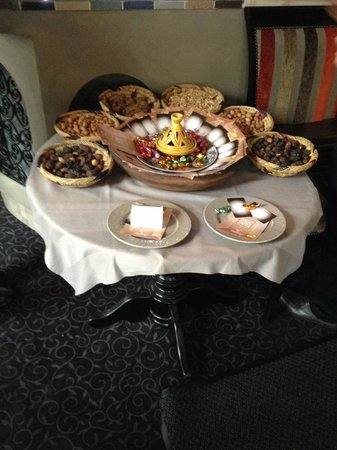 Gout D'argan Levallois : table à l'entrée