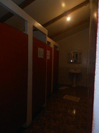Camping Mihinoa : baños optimos