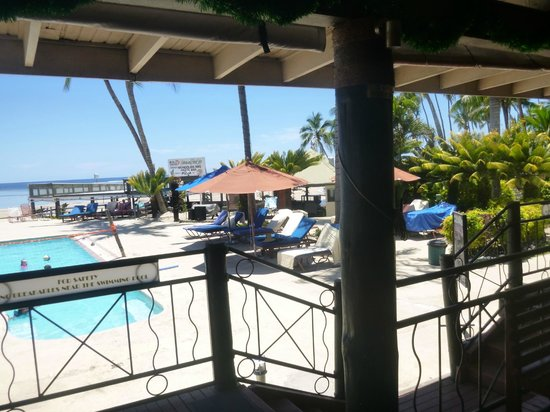Fiji Hideaway Resort & Spa: View from bar area to pool