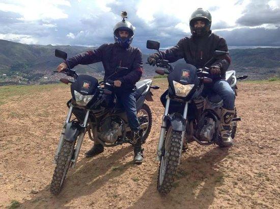 Peru Moto Tours: En el mirador a Cusco