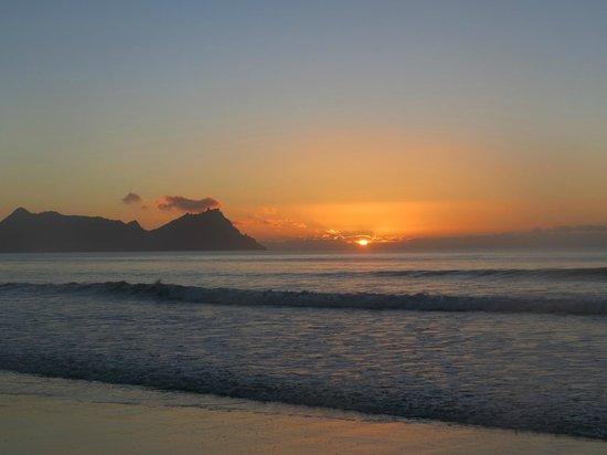 McLeod's PIZZA BARN: Beautiful sunrise