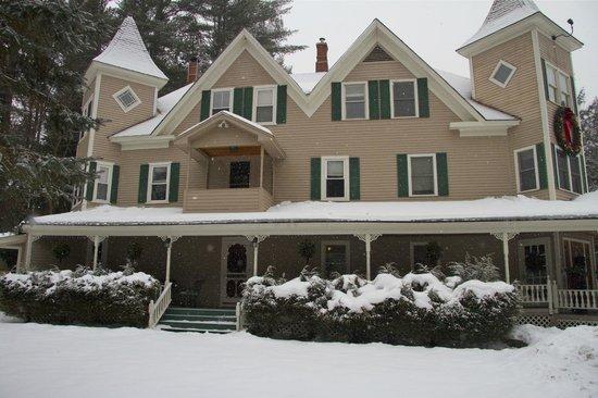 Bernerhof Inn Bed and Breakfast : Bernerhof Inn after Christmas day snowfall