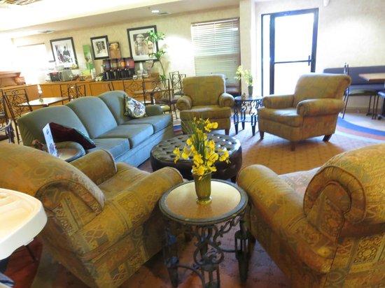 Hampton Inn Phoenix/Scottsdale at Shea Blvd : sitting area