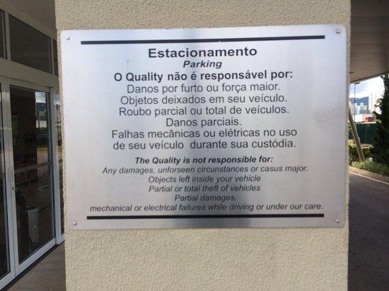 Quality Hotel Jundiai : Estranho avisando estacionamento