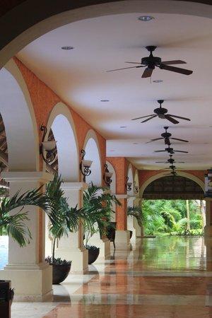 Barcelo Maya Colonial : Lobby Area