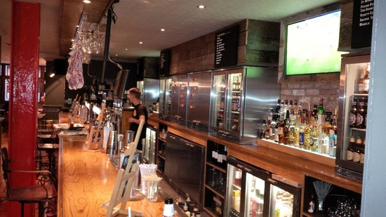 The Crafty Pig: Photo of LUAC bar (craft bottle beers)