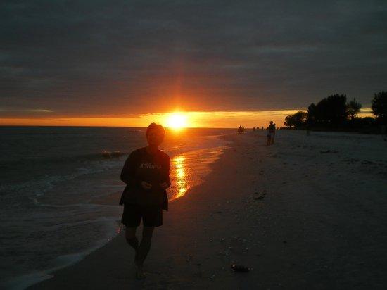 Ocean's Reach Condominiums: Sunset on the beach