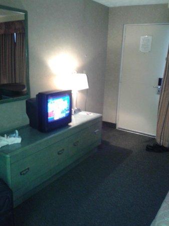 Days Inn - Niagara Falls Clifton Hill Casino : Television