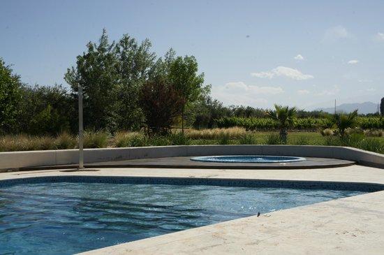 Entre Cielos : Vista da piscina para os parrerrais