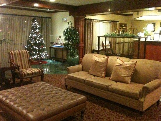 Azure Hotel & Suites Ontario Airport : Lobby