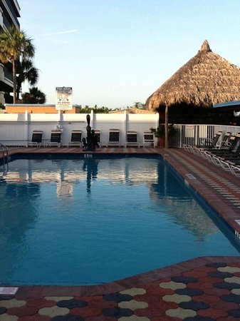 Plaza Beach Hotel - Beachfront Resort: Pool