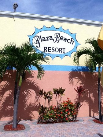 Plaza Beach Hotel - Beachfront Resort: Outside of building