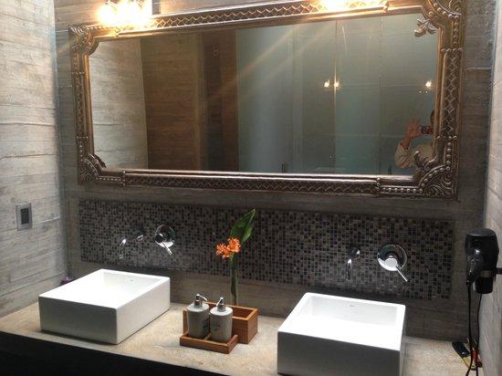 Entre Cielos: Banheiro do Spa