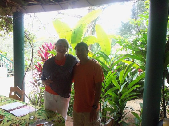 Belize Jungle Dome : My daughter with employee David