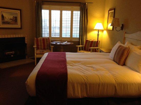 Cambria Pines Lodge: Room 113, wildrose building