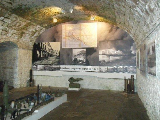 Museum of Croatian War of Independence: ビデオ上映の部屋もあります