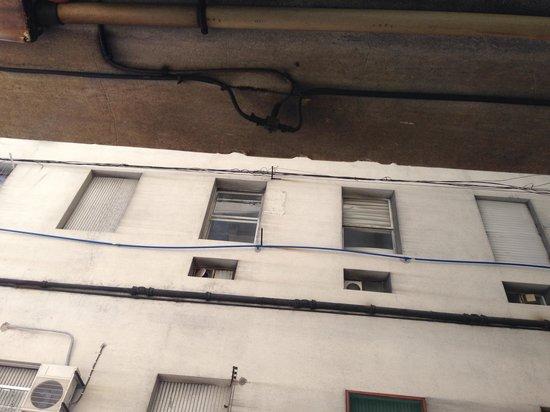 Lancaster Hotel: Vista da janela do quarto.