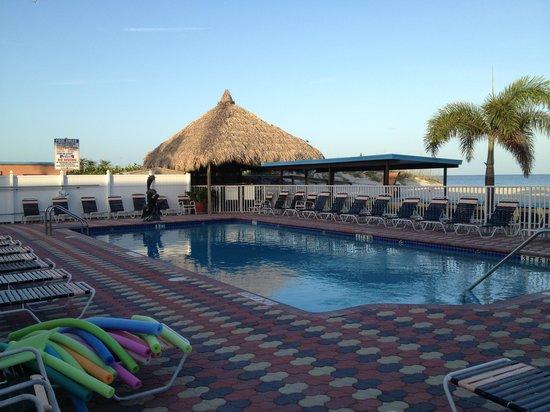 Plaza Beach Hotel - Beachfront Resort : Pool Area at Plaza Beah Resor Hotel