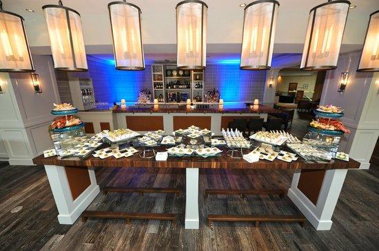 Vernon's Restaurant: The Bar