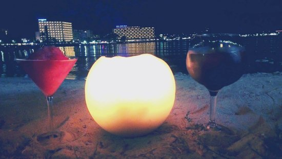 Alua Hawaii Mallorca & Suites : Our candle lit drinks on bean bags on the sandy beach which is right beside the hotel! Was bliss