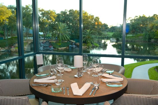 Vernon's Restaurant: Prestine Views!