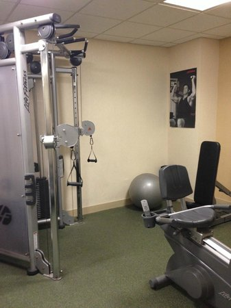 Chicago Marriott Suites Deerfield : small area for working out - one person at a time
