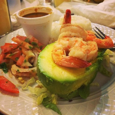 Cafe El Punto : Stuffed avocado with shrimp with beans and rice and Chilean salad as sides