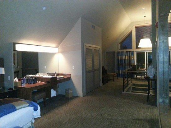 Inn Walden: Loft suite dressing area
