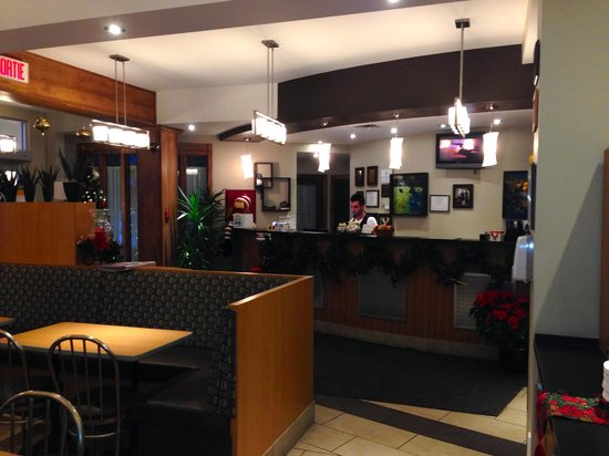 Comfort Inn & Suites : Front desk/Lobby