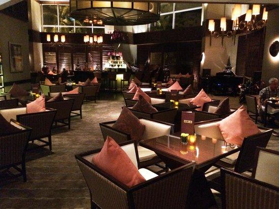 Conrad Koh Samui: o máximo este bar , banda ótima!!!