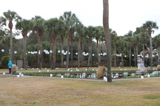 Brookgreen Gardens: Stroll around a pool