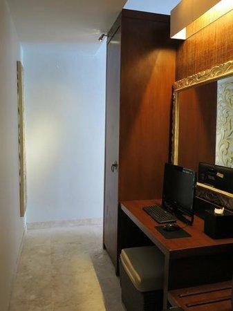 Lumbini Luxury Villas and Spa: one bedroom villa-computer in the room