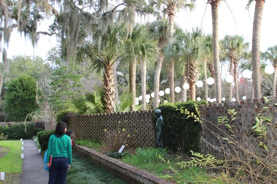 Brookgreen Gardens: Checking out a statue