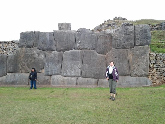 Sacsayhuamán: to give an idea of the hight of these walls