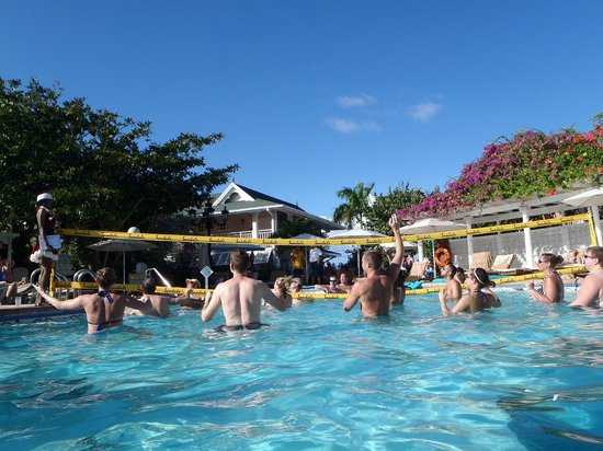 Sandals Royal Caribbean Resort and Private Island : Pool Volleyball