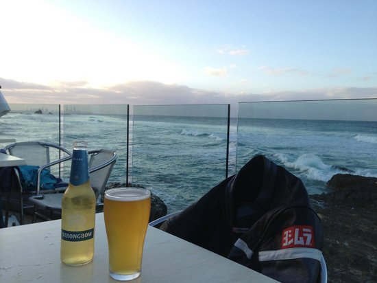 The Hill Apartments: Stop for a drink at the Surf Club at Elephant Rock