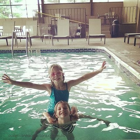 Radisson Hotel Philadelphia Northeast: Shenanigans in the Pool